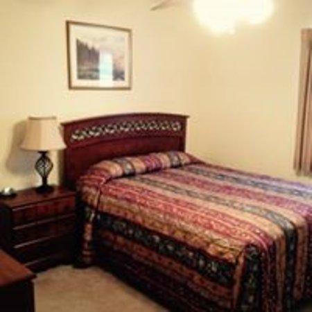 Daleville, AL: Queen bedrooms