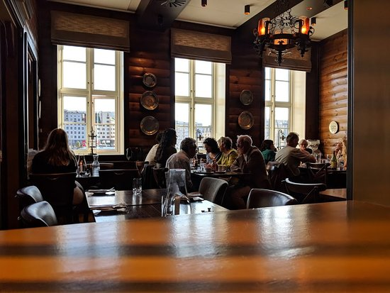 Bryggeloftet & Stuene: Ambiance on the 2nd Floor (people with dinner reservations)