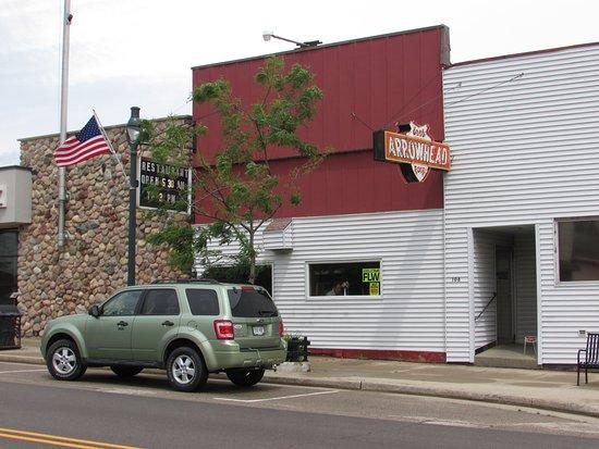 Winneconne, WI: Arrowhead Restaurant outside