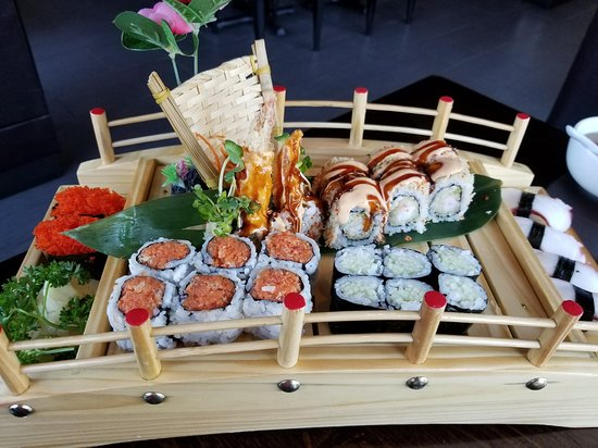 Inver Grove Heights, MN: Beautiful presentation of sushi at Iwa Sushi