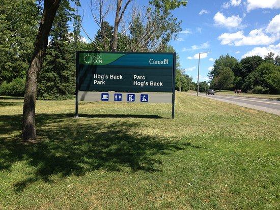 Оттава, Канада: signage along the road