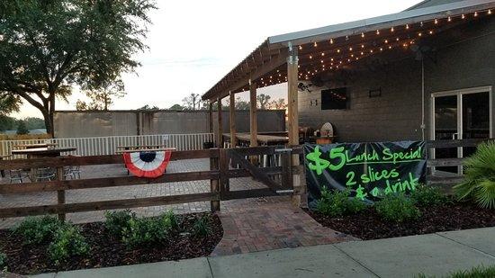 San Antonio, FL: Al's Famous Pizza