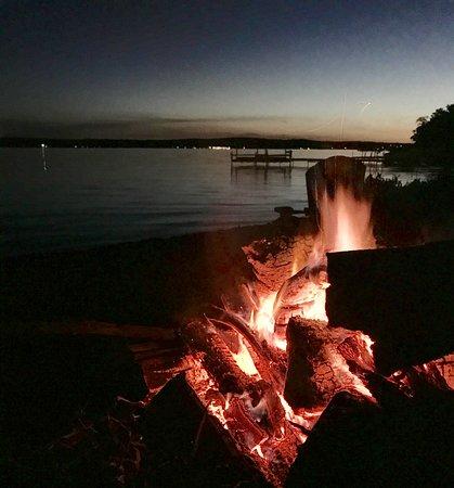 Bemus Point, NY: Beautiful evening bonfire