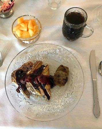 Bemus Point, NY: Delicious stuffed French toast breakfast