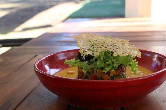 Etang Sale Les Bains, Reunion Island: Gaspacho calebasse curcuma. Tartare légumes croquants