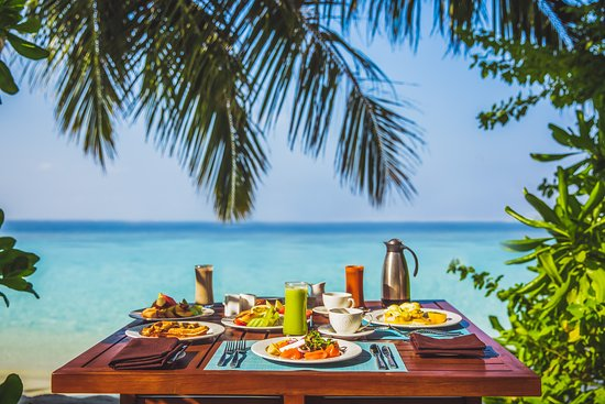 Jumeirah Vittaveli : in-villa Breakfast with a view