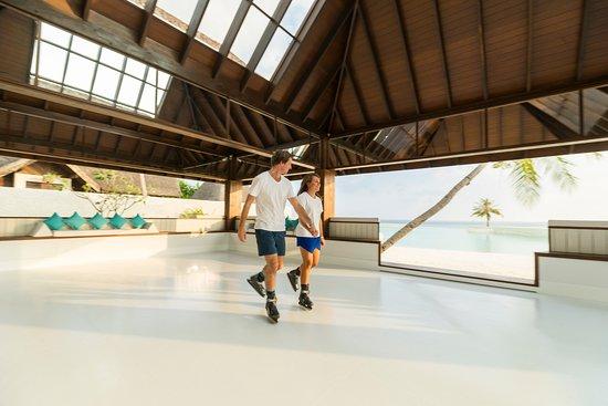 Jumeirah Vittaveli : Eco-friendly ice rink next to the beach