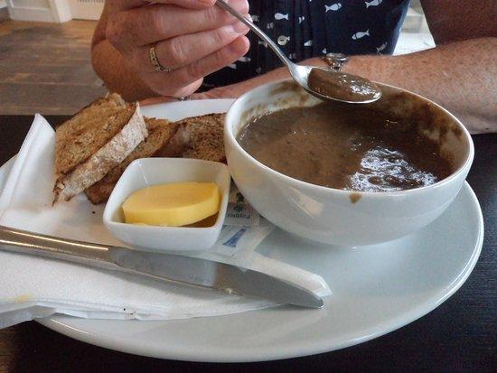 Longleys Ice Cream and Coffe Shop: homemade mushroom soup