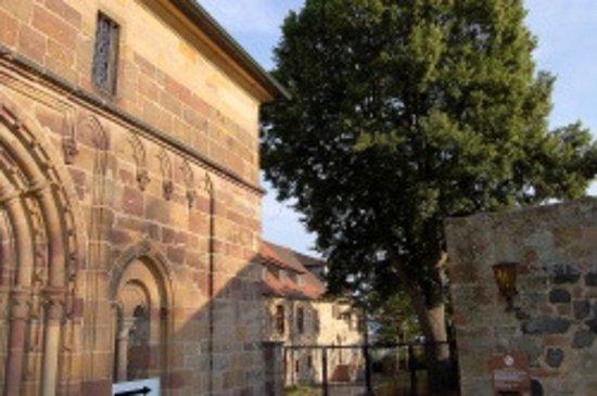 Fritzlar, Germany: Domportal mit Blick auf Dommuseum