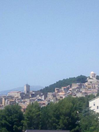 Panorama di Alimena con vista della chiesa di Sant' Alfonso a destra e la chiesa Madre a sinistr