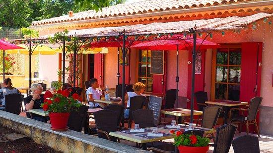 Restaurant le chapeau rouge à Simiane-la-Rotonde