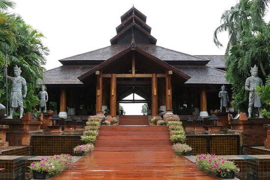 Aureum Palace Hotel & Resort