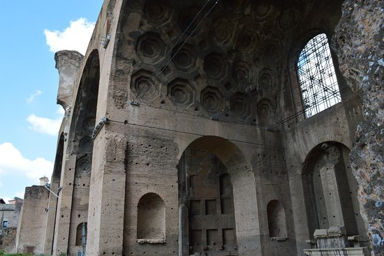 Basilica of Maxentius: Another close-up