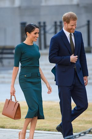 59566fc6b55f Duchess of Sussex with Strathberry Midi tote tan bridle - Picture of ...