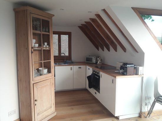 Edenbridge, UK: Kitchen off sitting area