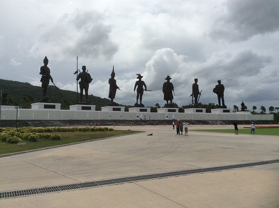 7 Kings of Siam Statues: Very impressive statues