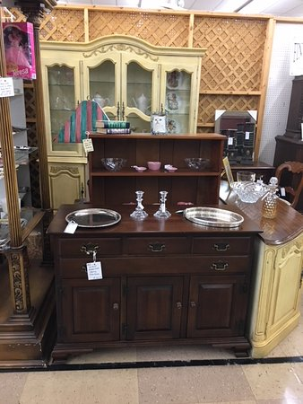 Finderu0027s Keepers Murray, Kentucky: VINTAGE WILLETT CHERRY SIDEBOARD/BUFFET  WITH 4 DRAWERS AND