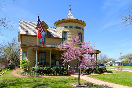 Moore-Lindsay Historic House Museum