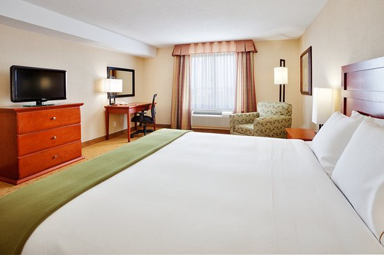 Holiday Inn Express Hotel & Suites Clarington - Bowmanville: Guest room