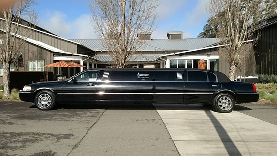 South San Francisco, Kalifornia: Sit back, relax and let us do the driving. Reserve your Limo today.