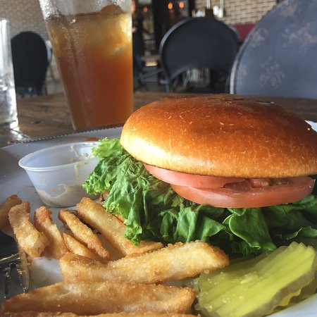 Willow Park, Техас: Always love the shallot and cheese burger at drakes yoke. The pepper aioli is amazing  Tasty, de