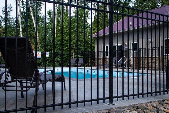 Battle Lake, MN: Pool at Holly's villas