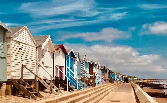 Frinton-On-Sea, UK: Frinton beach huts