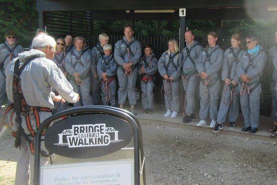 Bridgewalking Lillebælt: Guiden instruerer om sikkerheden
