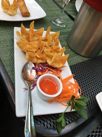 Nicky's Thai Kitchen: Crab Rangoons