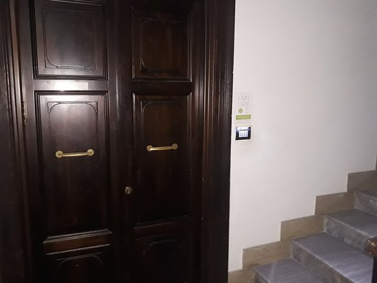 Inn Urbe Vaticano: Entrance at the 6 room inn - 3 floor