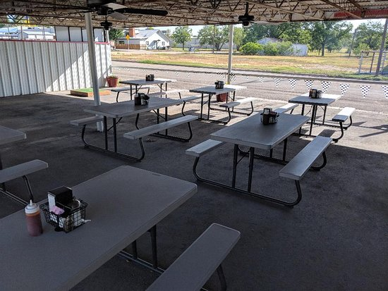Sonora, TX: Patio seating
