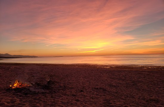 Sea View House Bed and Breakfast: Sunset on the beach just a short walk from Seaview House