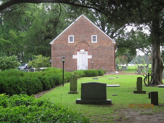 Bath, NC: St. Thomas Episcopal Church. First church in North Carolina. 1734