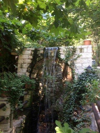 Chromonastiri, Grèce : Another waterfsll
