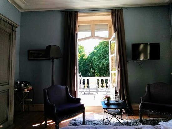 Wimille, France: Chateau room with view unto balcony