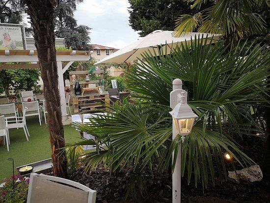 Tavoli Picture Of Terrazza Yucca Busto Arsizio Tripadvisor