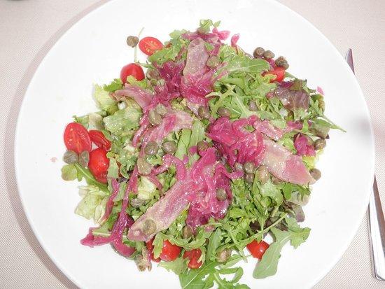 Ristorante Antica Abbazia: Salad with fresh tuna on top (very good!)