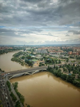 El Ebro: You can see some of the Ebro river walk on the far side.