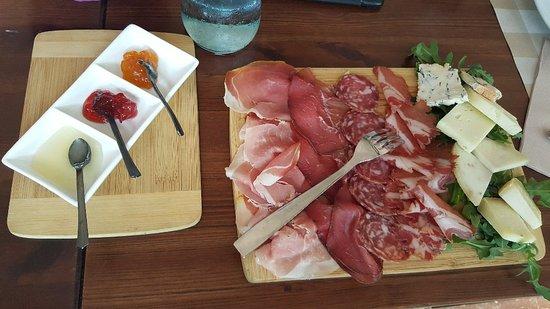 Montescudo, Italië: 20180711_133137_large.jpg