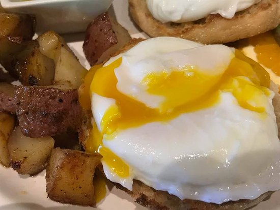 Eaton, NH: Poached eggs with dill sauce for breakfast