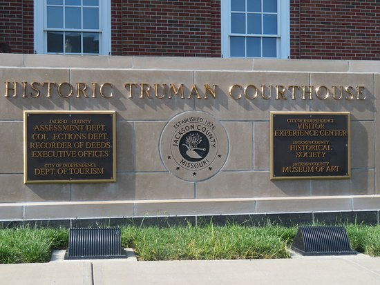 Independence, MO: Marker outside the courthouse