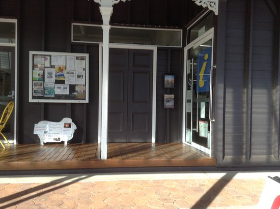 Barcaldine Tourist Information Centre