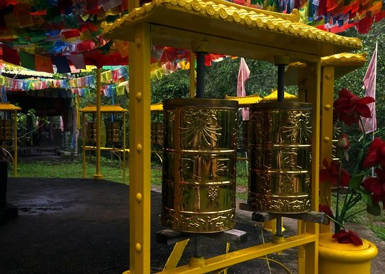 Pulau Ubin, Singapur: tw of the impressive prayer wheels