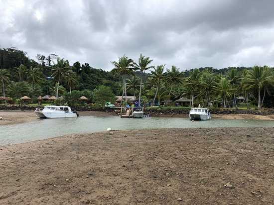 Korovisilou, Fiji: medium low.. just high enough to get the boats in still.