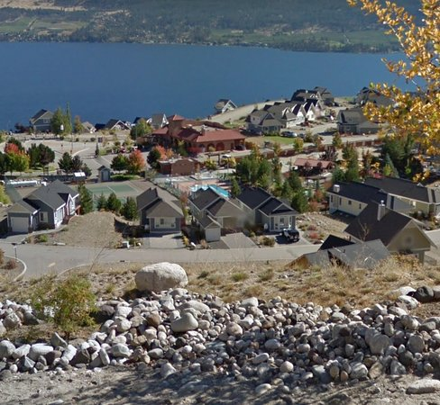 South Fintry, Canada: View from up hill