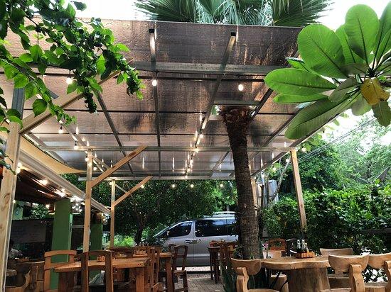 Cafe Mar Azul: Cover Patio area