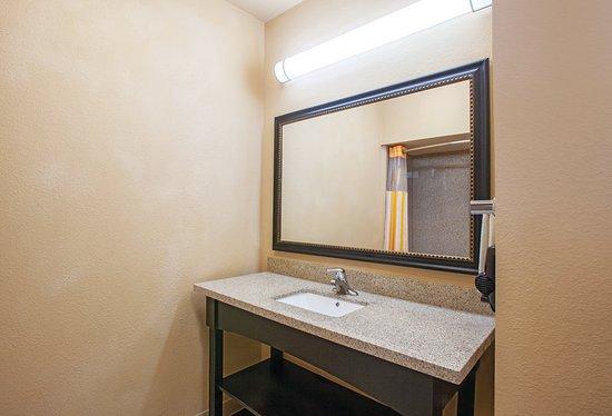 La Quinta Inn & Suites Jacksonville: Guest room