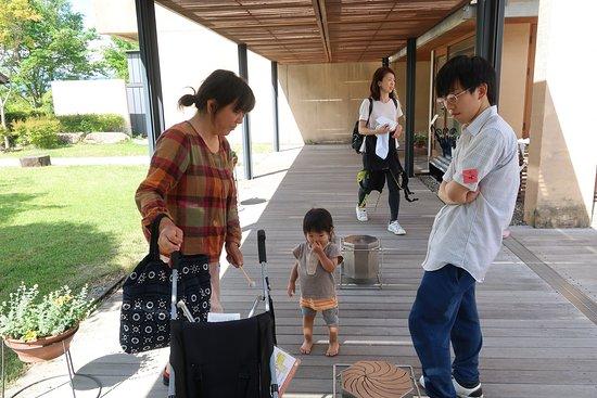 Chihiro Art Museum Azumino: 通路の太鼓