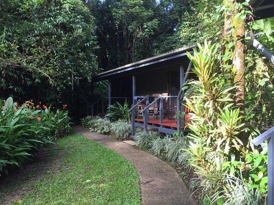 Diwan, Australia: path to the hotel room
