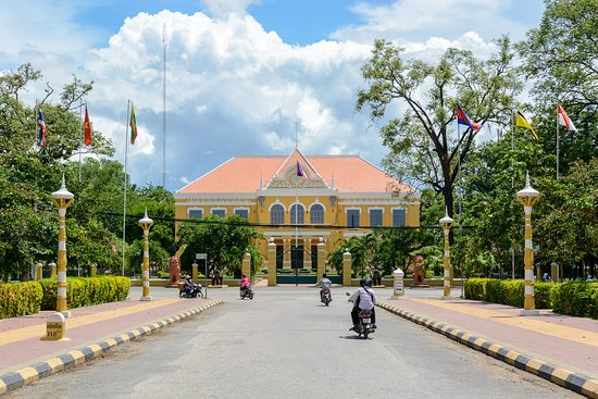Провинция Баттамбанг, Камбоджа: Bees Family Travel is at old governor resident in Battambang